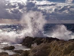 θάλασσα κύματα βράχοι
